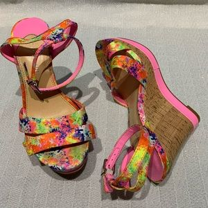 Gianni Bini Pink Floral Wedge Shoes Size 7